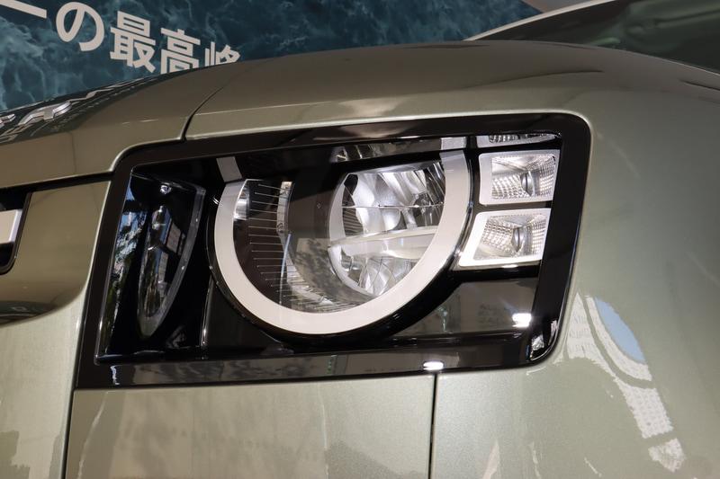 ベースグレードのディフェンダーではヘッドライト外周のDRLは装備しないが、ヘッドライトはLEDとなっている