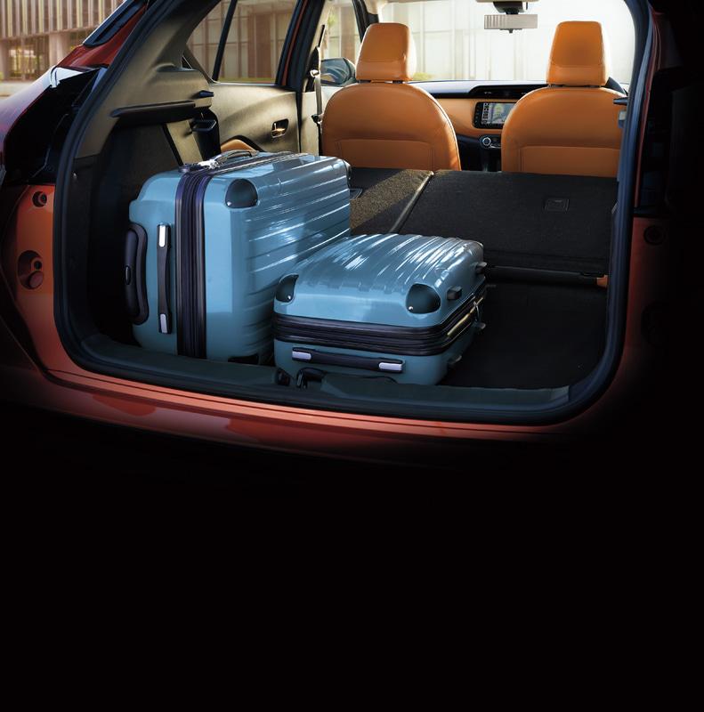 Mサイズのスーツケース(675×452×250mm)を4個積載できる広さを実現したラゲッジルーム