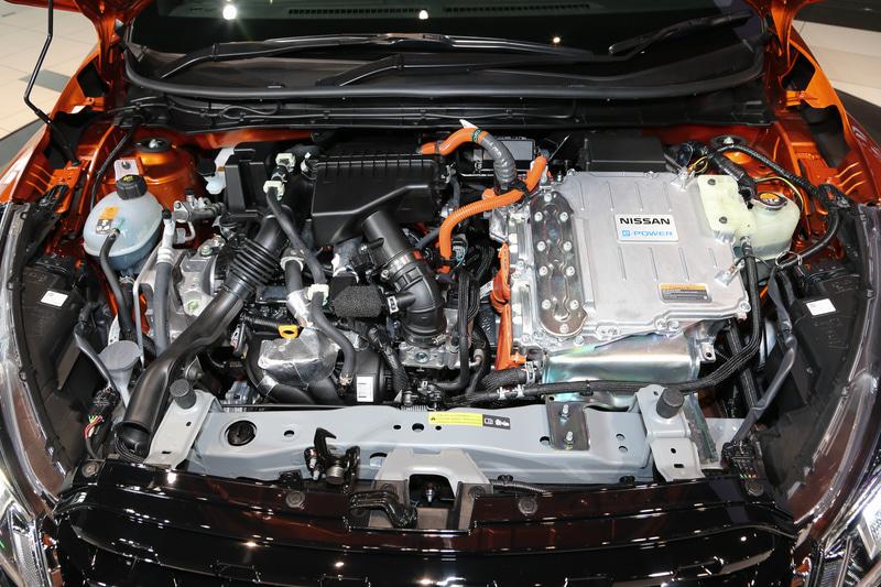 直列3気筒DOHC 1.2リッター「HR12DE」型エンジンに「EM57」モーターの組み合わせ。WLTCモード燃費は21.6km/L(市街地モード 26.8km/L、郊外モード 20.2km/L、高速道路モード 20.8km/L)