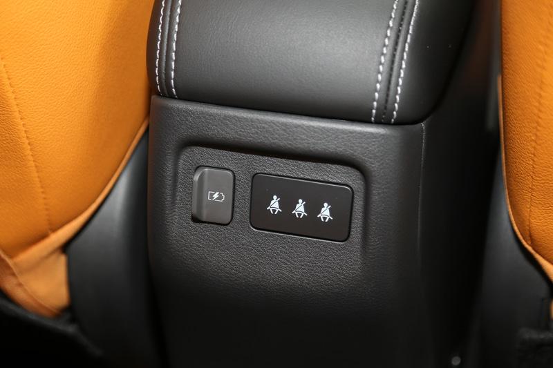 後席用USB電源ソケットは1個。前席にも1個用意される