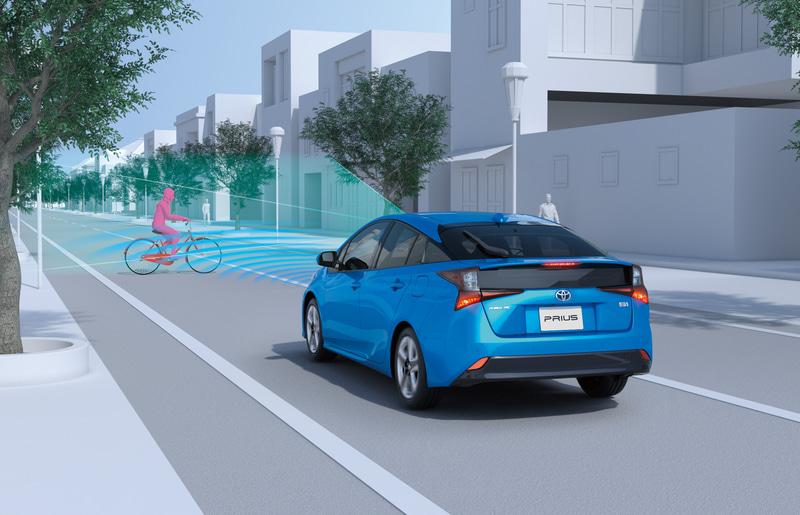 予防安全パッケージ「Toyota Safety Sense」の機能向上で、プリクラッシュセーフティの検知範囲を夜間の歩行者と昼間の自転車運転者に拡大