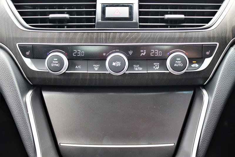 エアコンの操作パネルに物理スイッチを採用