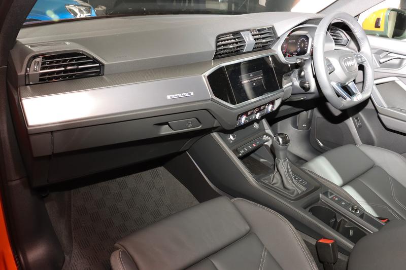 Q3 35 TDI quattro S lineのインテリア。フロントシートにはサポート性の高いスポーツシートを採用。シート表皮はスプリントクロス/アーティフィシャルレザー