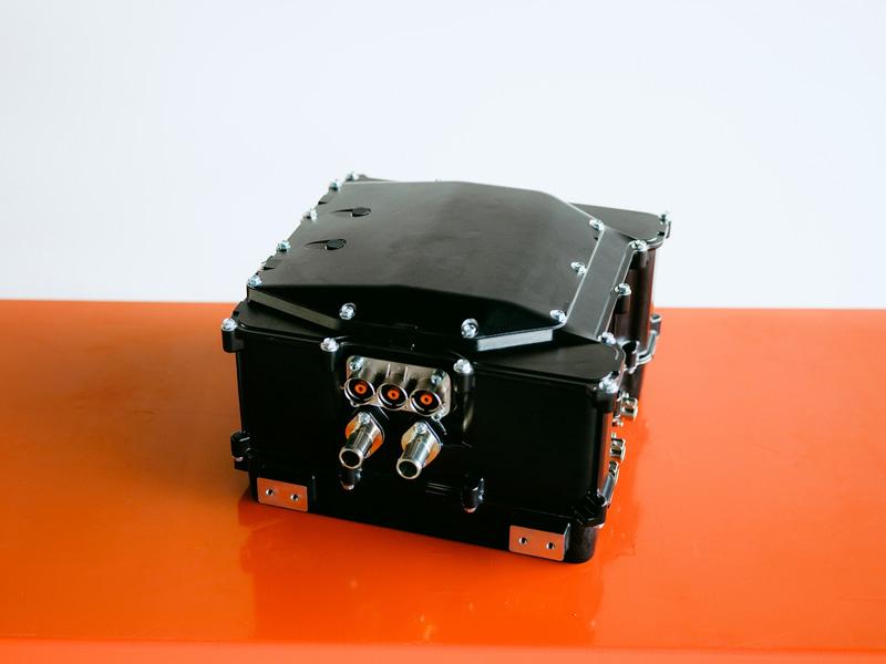 完成した800Vシステム対応次世代SiCインバータ(プロトタイプ)