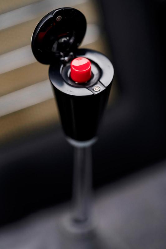 シフトレバーの脱出用ボタン
