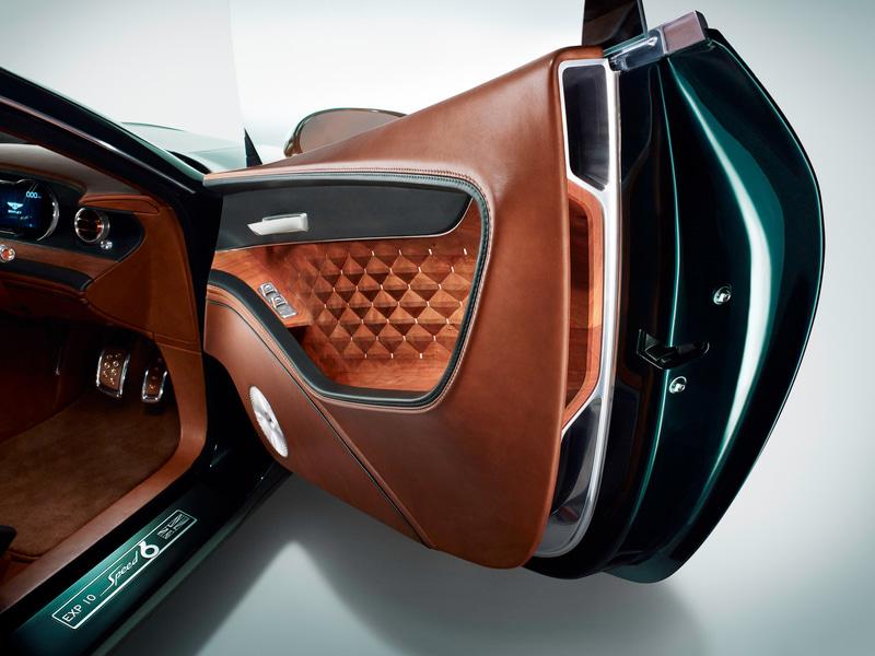 2015年のジュネーブモーターショーで展示されたベントレーのコンセプトカー「EXP 10スピード6」