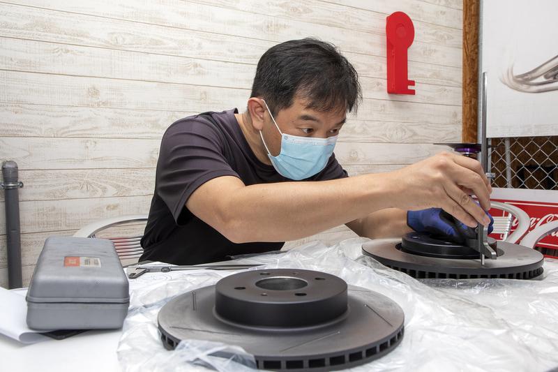 製作には寸法取り用のローターが必要。新品である必要はなく中古品で構わないが、振れなどなく車検に通る程度のコンディションであることが望ましい