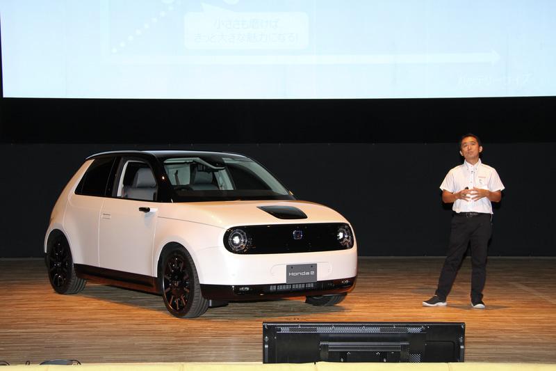 本田技研工業株式会社 「Honda e」開発責任者の一瀬智史氏が車両概要について説明