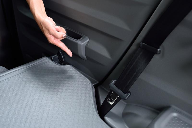 リアシートを倒すとドアパネルとの隙間がほぼなくなり、ギリギリまで荷物を積むことができるのも特徴的