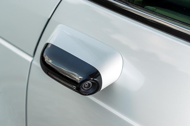 サイドカメラミラーは170万画素のカメラを採用