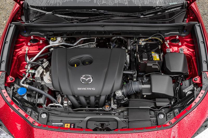 直列4気筒DOHC 2.0リッター直噴ガソリン「PE-VPS」型エンジン(SKYACTIV-G 2.0)は最高出力115kW(156PS)/6000rpm、最大トルク199Nm(20.3kgfm)/4000rpmを発生。無鉛レギュラーガソリン仕様で、WLTCモード燃費は14.8km/L