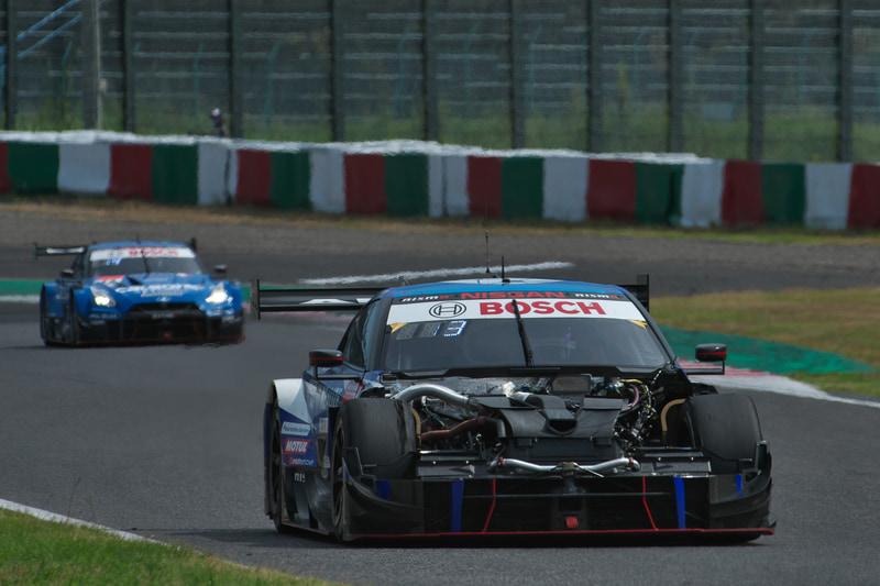 ボンネットが飛んでしまった24号車 リアライズコーポレーション ADVAN GT-R(高星明誠/ヤン・マーデンボロー)