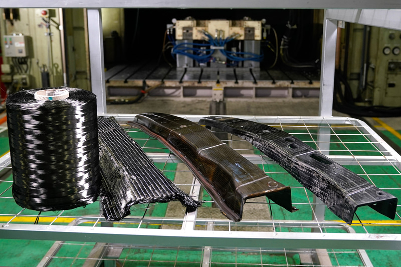 カーボンパーツの製造の様子