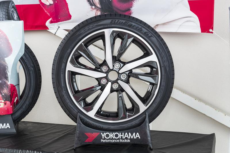 横浜ゴム スバルOE版「ブルーアースGT」。新型レヴォーグの試乗会に展示されており、横浜ゴムの担当者に話をうかがった