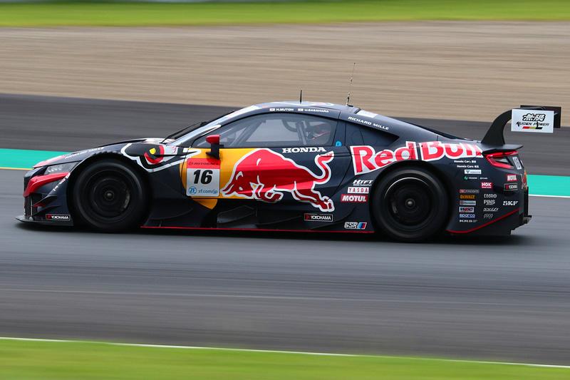 3位は16号車 Red Bull MOTUL MUGEN NSX-GT(武藤英紀/笹原右京組、YH)