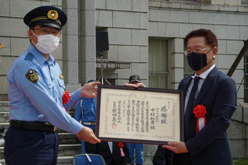 栃木県警察本部長より中村氏へ感謝状が送られた