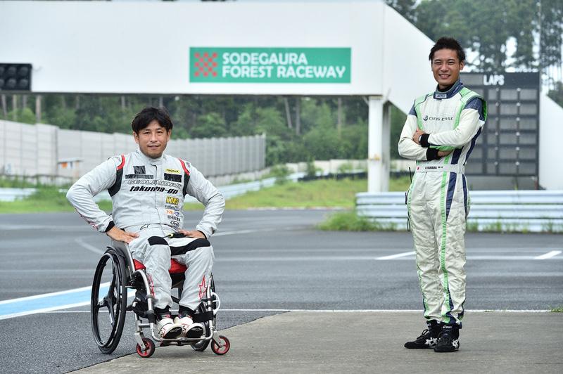今回のHDRSドライビングスクールの教官は、青木拓磨選手(左)と山田遼選手(右)