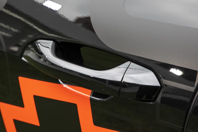 ドアノブは一般的な形状だが、車格なりのドアの重さを感じるので、しっかり握れるこのノブの方が扱いやすい印象だった