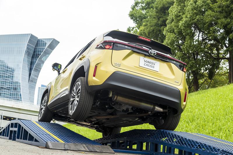 トヨタの新型コンパクトSUV「ヤリスクロス」の4WD性能を特設コースで体感