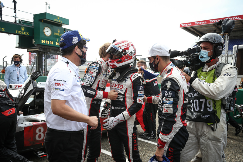 TOYOTA GAZOO Racing WECチーム代表 村田久武氏と、8号車のドライバー