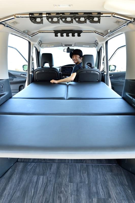 特別装備となるベッドマットは分割式