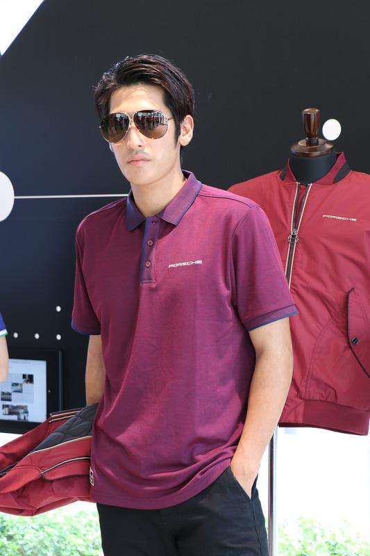 ヘリテージポロシャツはメンズがボタン、レディースはVネックを採用。胸と背面ネックにロゴ付き。価格は1万450円