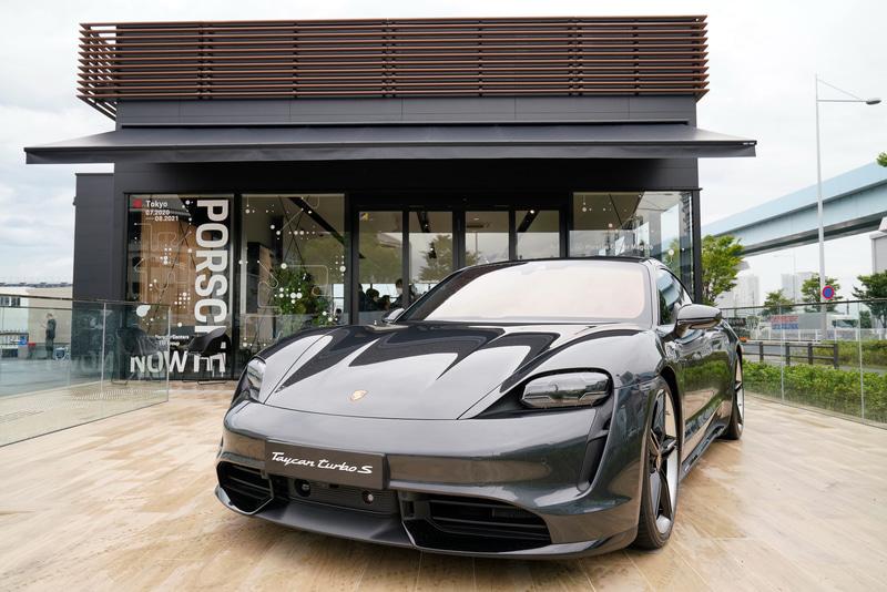 Porsche NOW Tokyo / 所在地:東京都 江東区有明1丁目3-25 / 電話番号:03-5962-4676 / 営業時間:11時~20時 / 定休日:なし