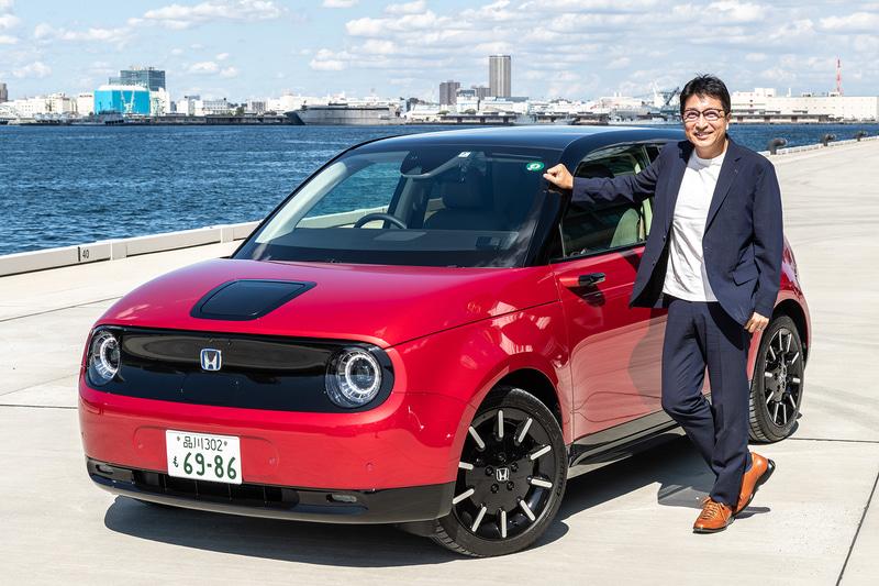 今回試乗したのは10月30日に発売される新型EV(電気自動車)「Honda e」(撮影車はAdvance)で、価格はベースグレードが451万円、上級グレードのAdvanceが495万円。ボディサイズは3895×1750×1510mm(全長×全幅×全高)、ホイールベースは2530mm。Advanceの駆動モーターは最高出力113kW(154PS)/3497-10000rpm、最大トルク315Nm(32.1kgfm)/0-2000rpmを発生