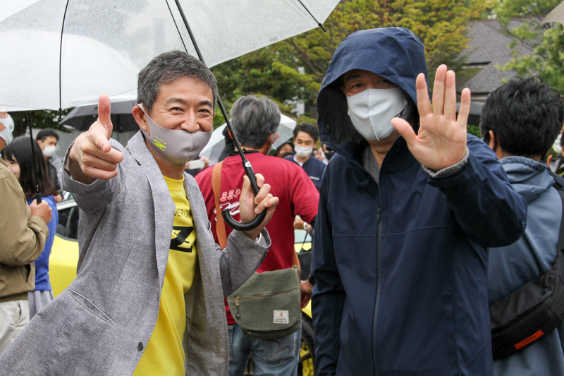チーフプロダクトスペシャリストの田村宏志氏(左)と撮影に応じていただいたのが内田社長。申し訳ありません、フードとマスクではじめ分かりませんでした……