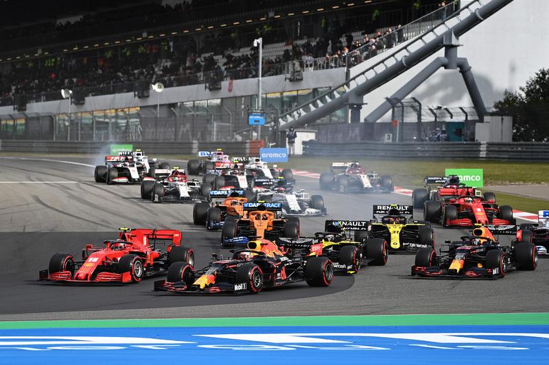 スタート直後 (C)Getty Images / Red Bull Content Pool