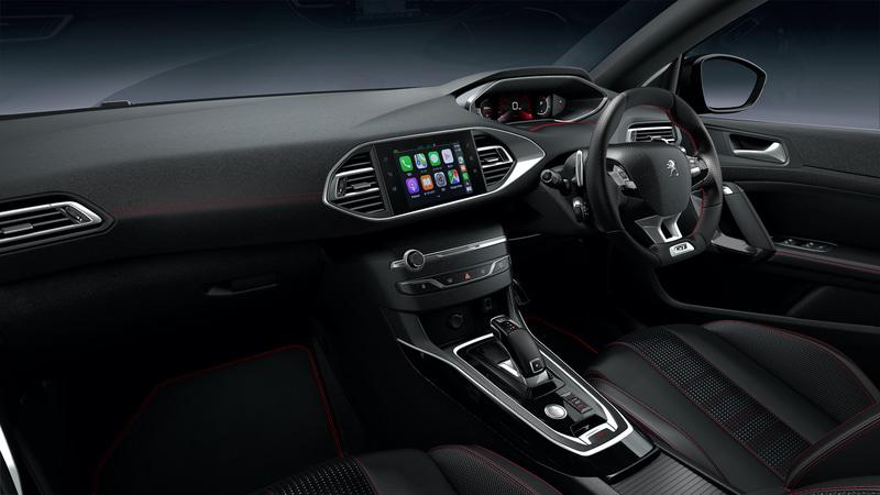 全モデルテップレザー&ファブリックシートとし、GT BlueHDiのステアリング、インテリア、シートにはスポーティなレッドステッチが施される