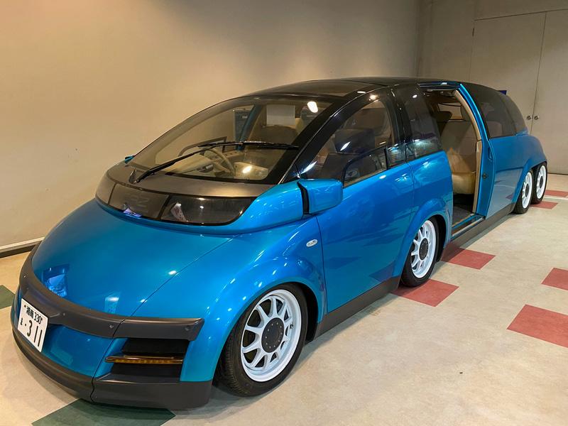 覚えている方もいらっしゃいますか? 2001年に慶應義塾大学が中心となって開発された、高性能電気自動車「KAZ」(Keio Advanced Zero-Emission Vehicle)がこちらに展示されていました。当時はまだリーフもアイミーブも発売されておらず、航続距離300km、最高速300km/hというのは夢のような世界。2001年のジュネーブショー、デトロイトショー、東京モーターショーなどに出展されて、世界的に注目を集めたエポックメイキングなクルマでした