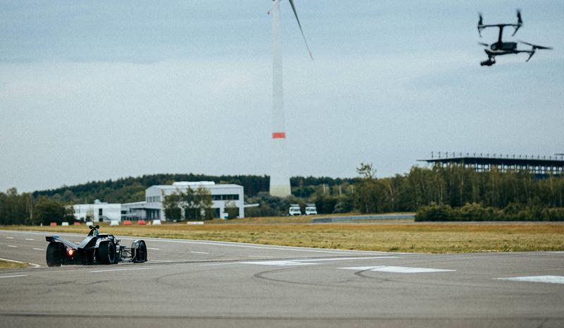 DJIがメルセデス・ベンツ EQフォーミュラEチームのオフィシャルチームサプライヤーに決定 (C)Daimler AG