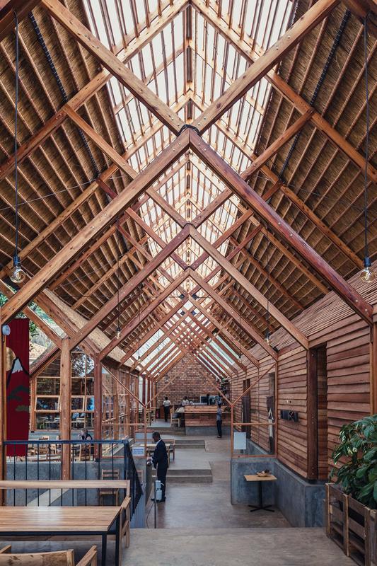 商業施設「やま仙/ Yamasen Japanese Restaurant」:株式会社テレイン一級建築士事務所(東京都)、COTS COTS LTD. (Uganda)