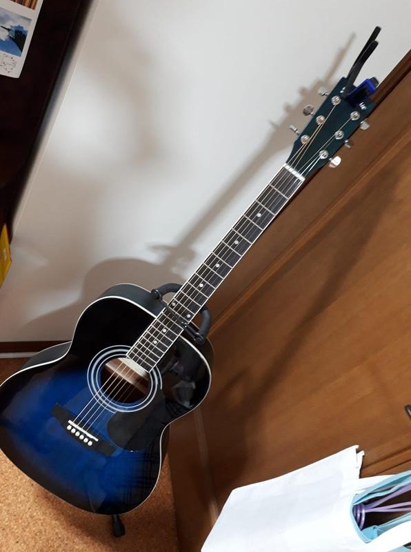 子供が「ギターを弾きたい」というので、あわよくばこっそり自分も練習して弾けるようなりたい……という想いも込めてポチっとな(もちろん未だに1度も触っていない)