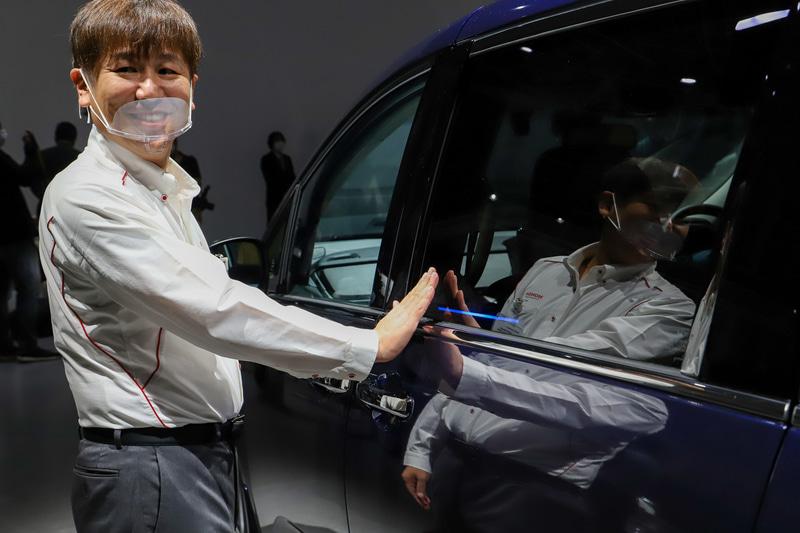 日本初採用となる「ジェスチャーコントロール・パワースライドドア」