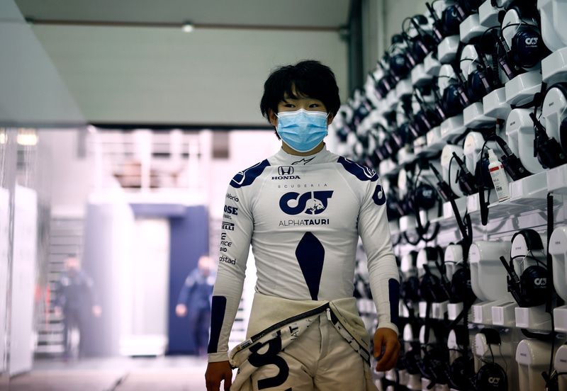 ガレージへ向かう角田裕毅選手 Photo:Honda