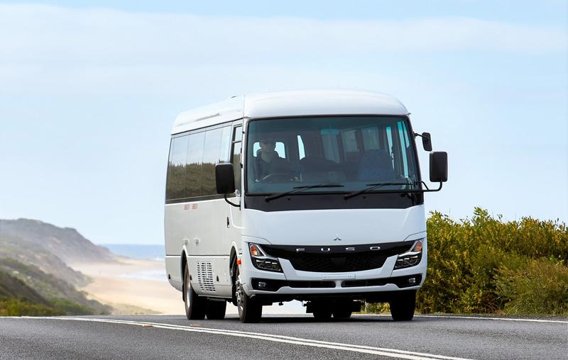 小型バス「ローザ」の新型モデルをオーストラリア市場に導入