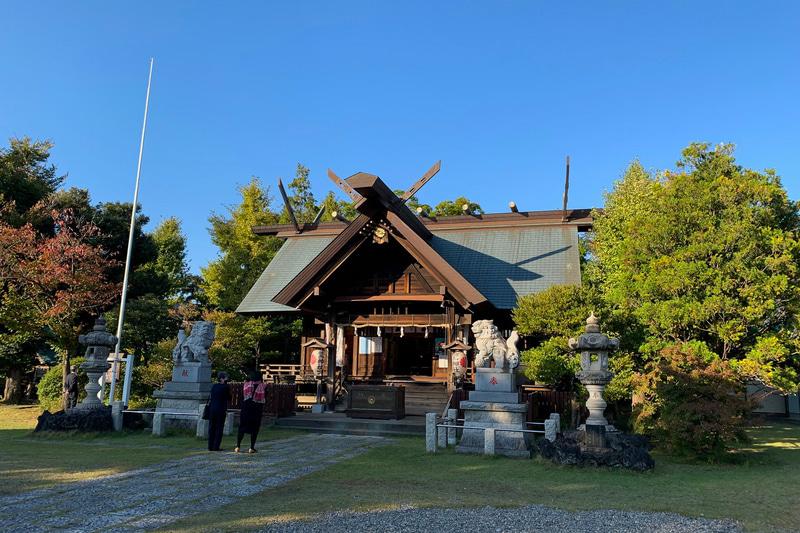 鷲神社は由緒正しい神社で、威厳のある社殿に心清められます。次々と七五三の親子連れが訪ねてきました