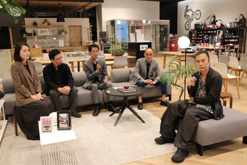 ホンダ本社の1階ショールームにて行なわれた「Honda eデザインストーリートークショー