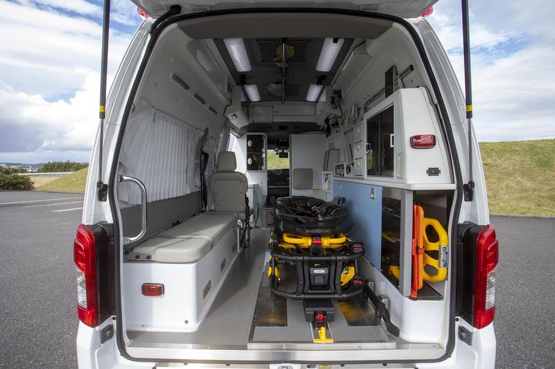 患者室右にあるのが電動ストレッチャーシステム