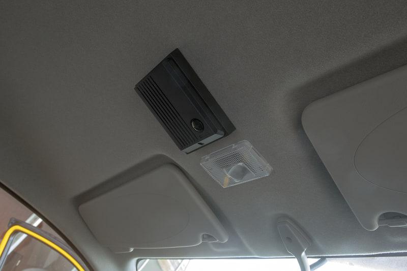 同時に展示されていたNV200 軽症感染患者搬送車は、感染者を運ぶだけに運転席との仕切は一体式で隙間のないもの。会話はインターホンで行なうようになっていた