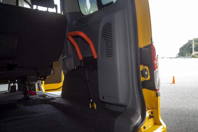 リアに車内空気を外部へ排出するファンが装備されているが、陰圧仕様というわけではない。あくまでも換気用