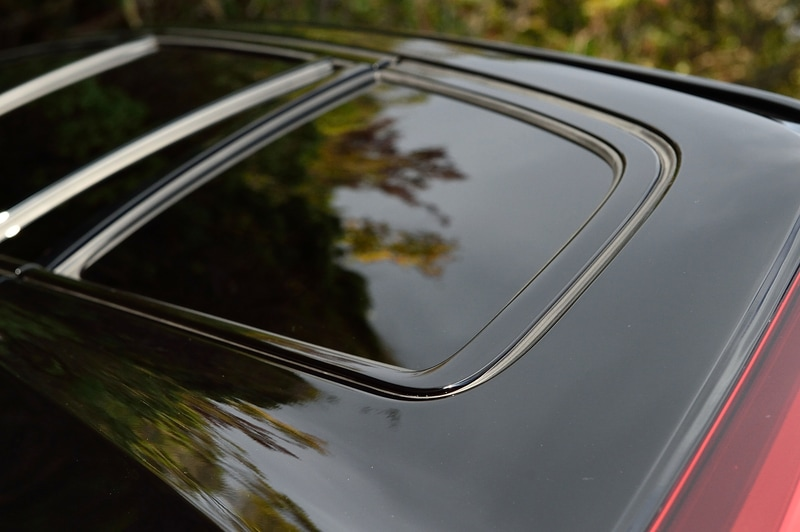 通常モデルではシルバーとなるウィンドウモールはブラックに変更