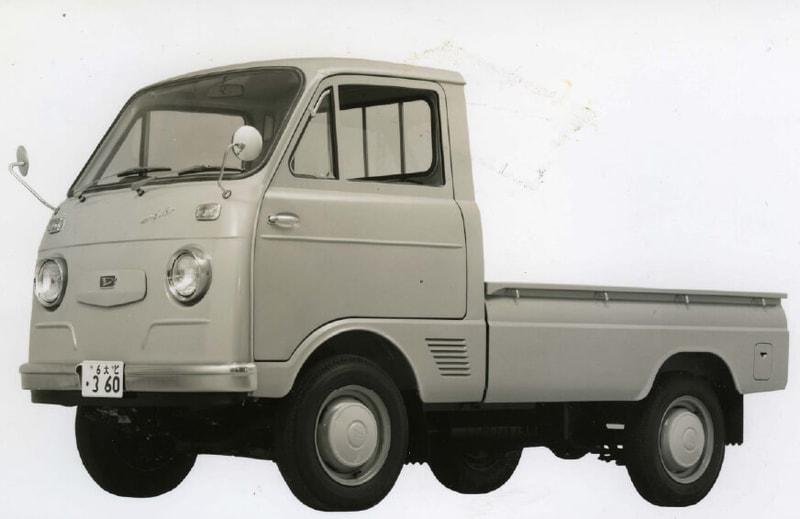 2代目(トラック)1964年4月:経済成長に合わせハイゼットの需要が著しく伸長していた中、荷台をフルに使えるタイプへの要望に応え、フロントエンジンのキャブトラックとして2代目を発売。エンジンを座席下に配置することで、荷室とキャビンの最大化を実現。1965年にはハイゼット カーゴの基となるキャブバンタイプを発売