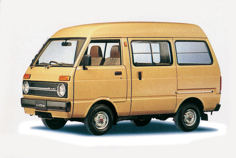 6代目(バン)1981年4月:トラックと同時にフルモデルチェンジ。ファッショナブルな外観が特徴の乗用車感覚の新グレード「アトレー」を追加。また、オリジナル設計のハイルーフには、日本初のルーフ部上端までいっぱいに開く専用バックドアを装備する