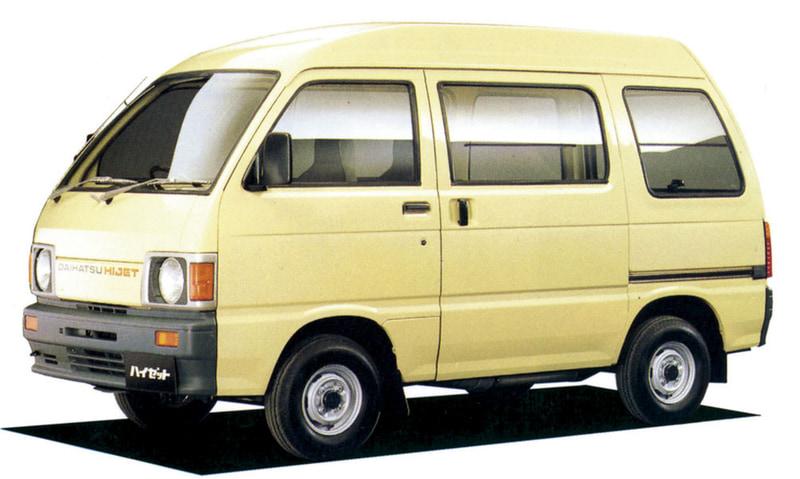 7代目(バン)1986年5月:トラックと同時にフルモデルチェンジ。丸みを持たせたボディでワゴン感覚を演出し、上級グレード「アトレー」にはガルウイングタイプのガラスルーフ「コスミックルーフ」を採用するなど、RV感覚の仕様を実現。1989年には「デッキバン」を発売。
