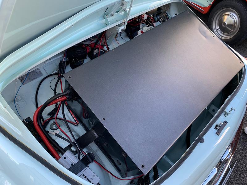 クラシケのボンネット下には5.5kWhのリチウムイオンバッテリー