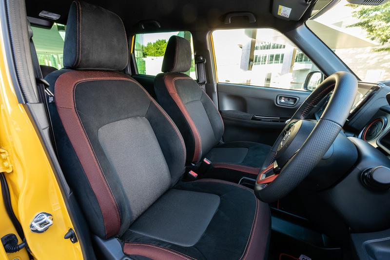 宮本氏は「室内の広さでいえばN-BOXのほうがだんぜん上ですが、N-ONEは包まれ感のあるちょうどいい空間を持つクルマです。そんな居心地のよさにHondaSENSINGなどの最新デバイスが搭載されてくると、1人や2人で移動する空間としては高級車まで含めてもベストなんじゃないかと思うのです」と新型N-ONEのインテリアを表現した