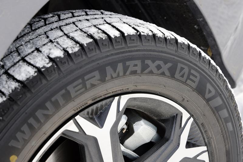 冬の北海道の凍結路面でWINTER MAXX 03の実力をチェックします!